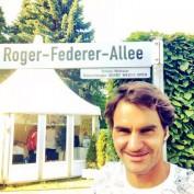 roger-federer-tournoi-de-halle-gazon-gerry-weber-open-allee-federer-selfie