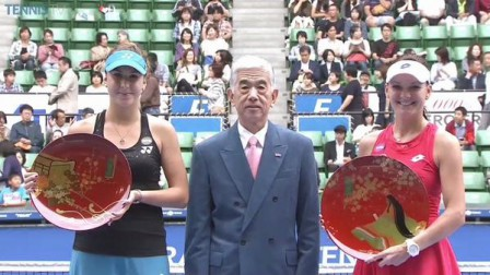 agnieszka-radwanska-belinda-bencic-toray-pan-pacific-open-tokyo-japan-wta-final-trophy-ceremony