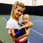 eugenie-bouchard-canadian-tennis-star-come-back-with-youngest-fan-cute-moment-picture-blonde-smiling-girl